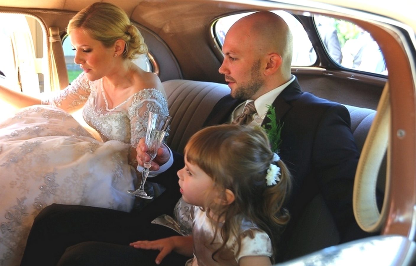 Brudepar og barn
