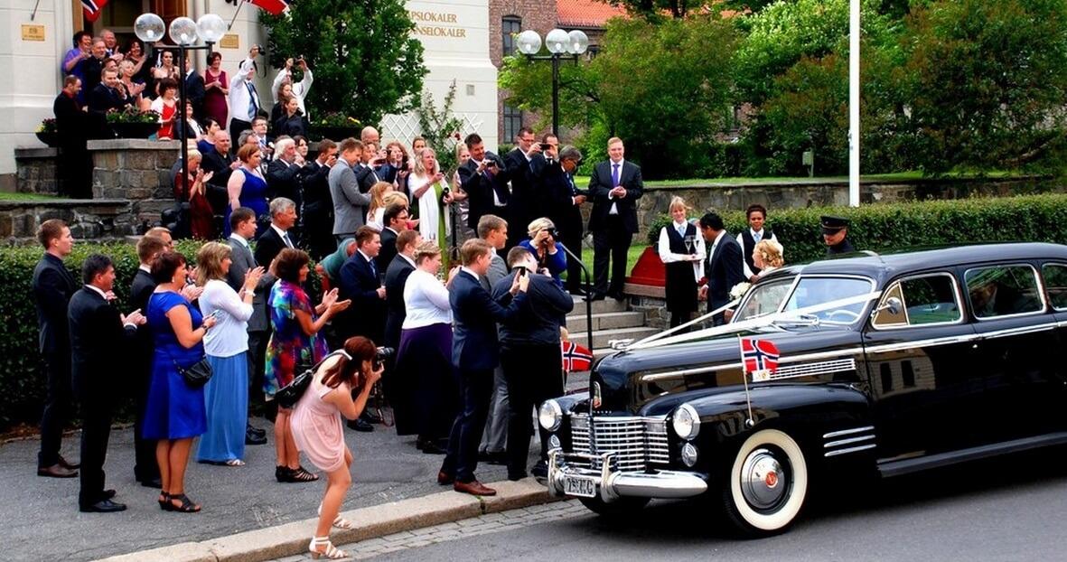 Vintage Cadillac bryllupskjøring Myntgata Oslo