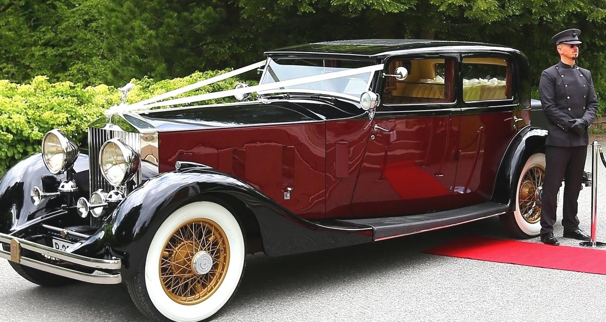 En gedigen og eksklusiv Rolls-Royce Phantom fra 1930 tallet, klar for bryllupskjøring i Oslo